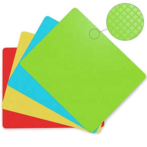 Non slip flexible plastic 4 pieces folding color chopping cutting board