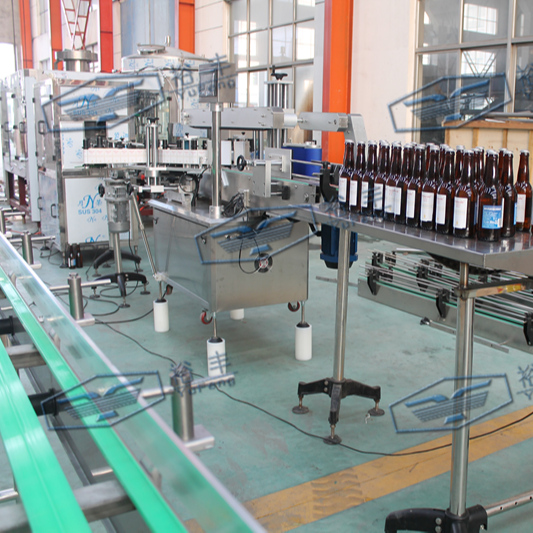 Automatic high quality hot melt wet glue labeling device for plastic bottles