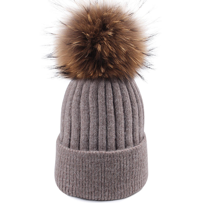 Mouton raccoon ball can be removed from Angora rabbit hair knitted cap with flanged and thickened cap