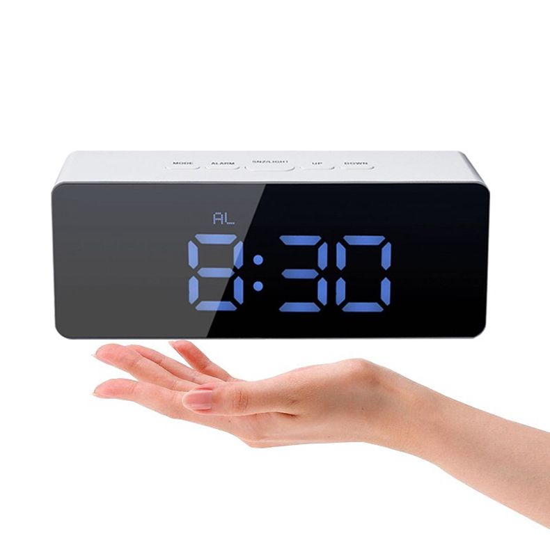 Hot Jual Digital LED Cermin Alarm Clock USB Pengisian Meja Jam Elektronik