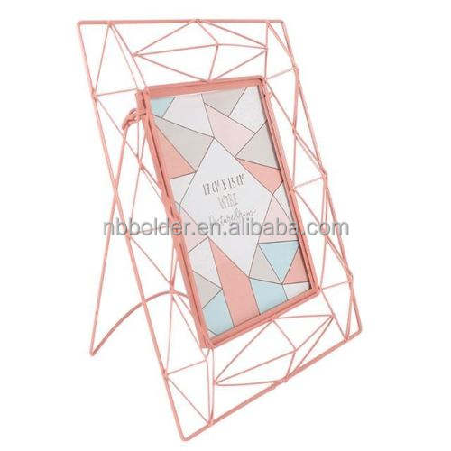Wholesale geometric pink powder coated finish metal wire photo frame with stand on table