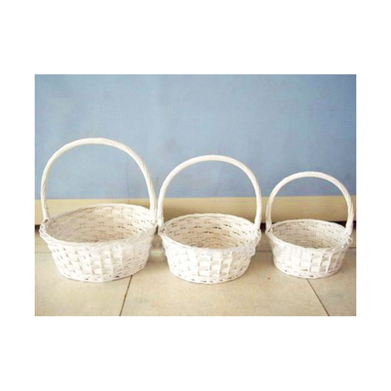 Nice white wicker baskets for gifts