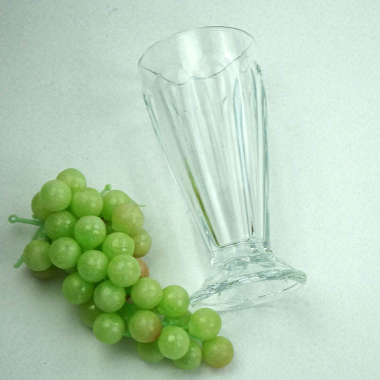 Small Water Glass Cup Juice Ice Cream Glass Used in Restaurant or Bar