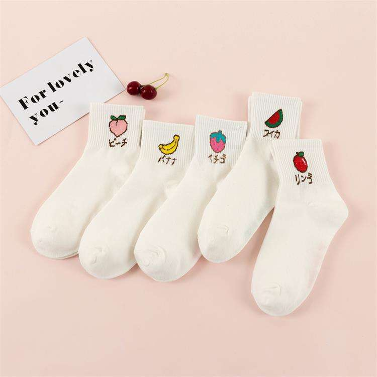 Wholesale new design fashionable men white embroidered peach watermelon cotton socks