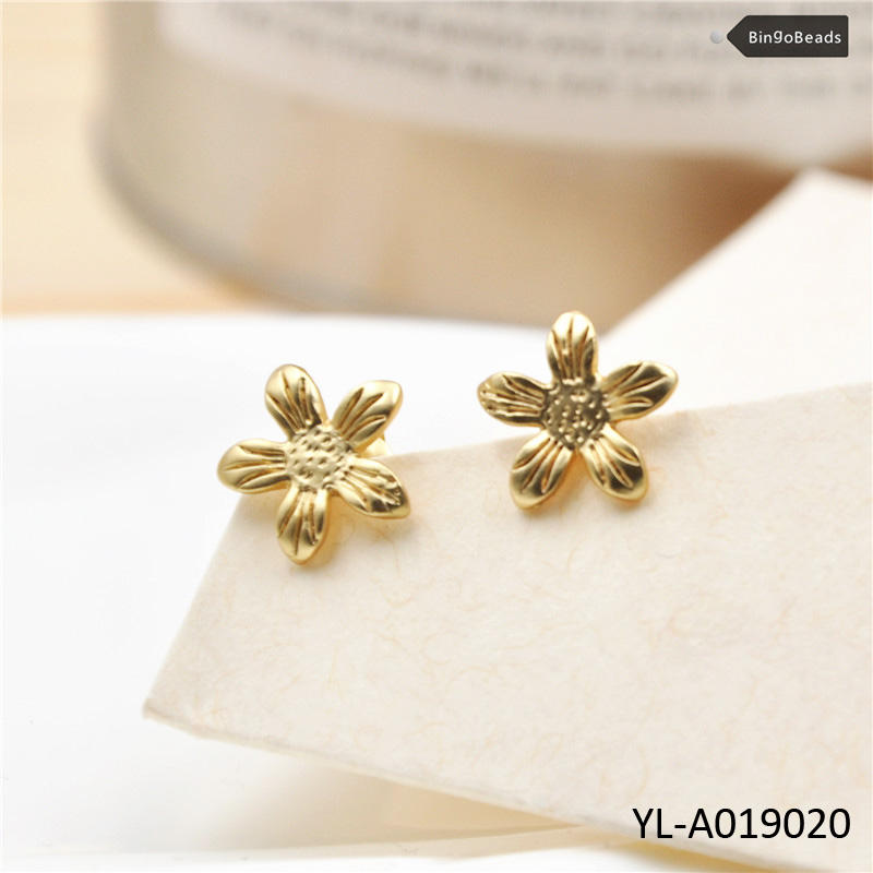 Sunflower Earring Studs in Mate Gold, Silver Daisy Jewelry, Simple Any Occasion Accessory YL-A019020
