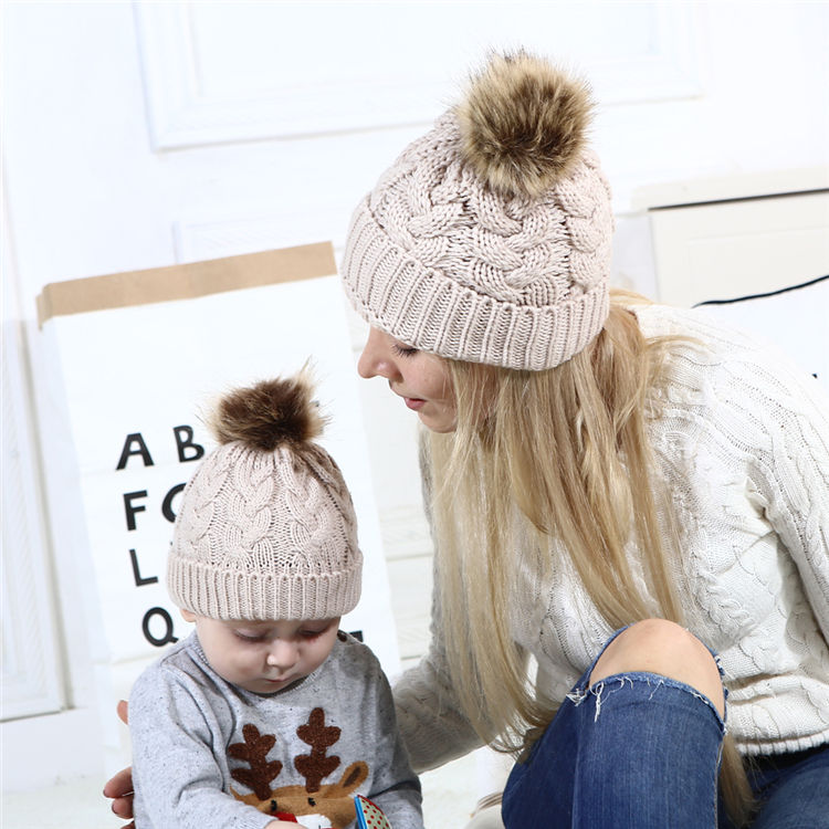 High quality Fashion warm winter knitted hat beanie hats with pom pom