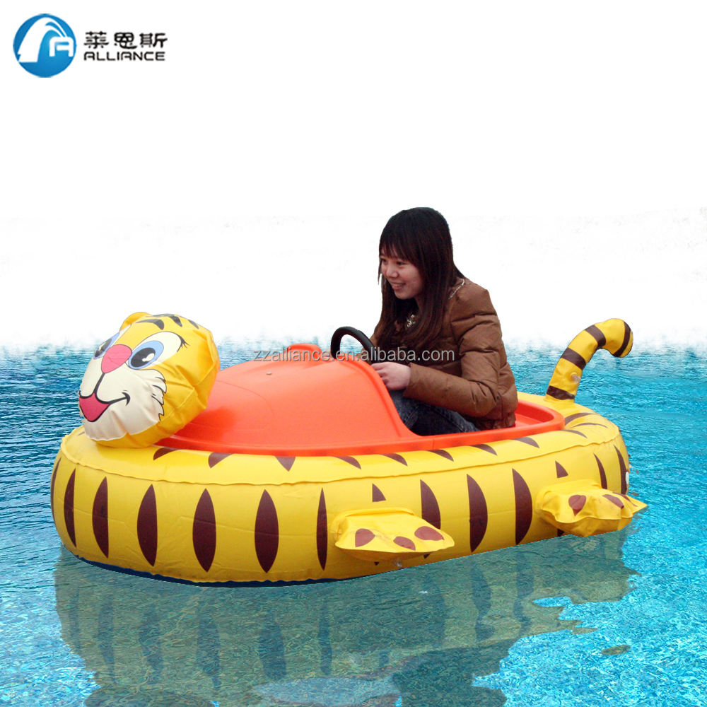 Water Park Water Play Equipment Electric Bumper Boats for Sale