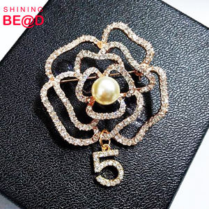DIY Nummer 5 Charm Pearl Kraag Camellia Bloem Broche Strass Pin