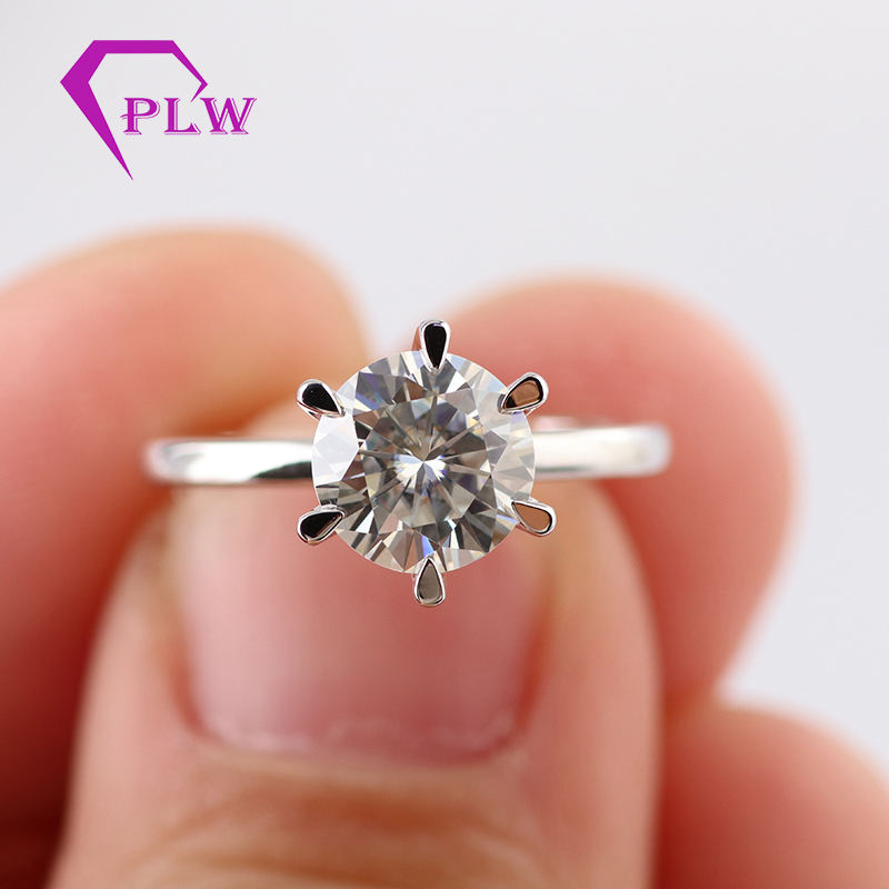 Pointed prong setting 1carat GH color round moissanite 18k white gold solitaire ring with small stones set on basket