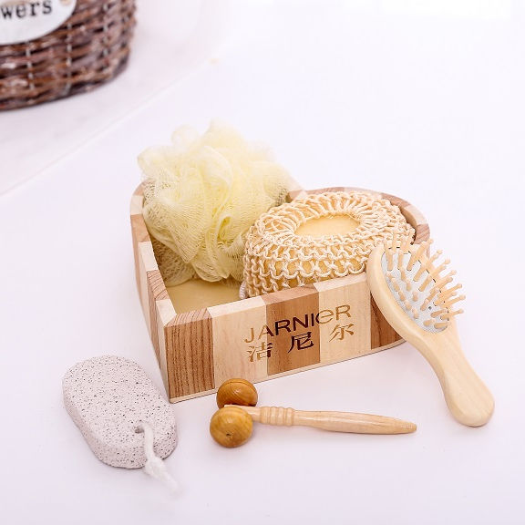 Luxury and lovely natural wooden heart box bath gift set