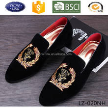New 2017 mens fashion velvet loafers pointed toe slip on flat casual shoes driving mocassins red bottom shoes