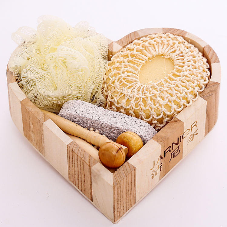 Health body care natural wooden heart box bath body cleaning gift set