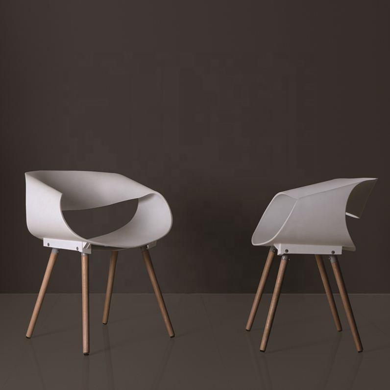 Novo design cadeira de plástico com pernas de <span class=keywords><strong>madeira</strong></span> uso para mobiliário de casa