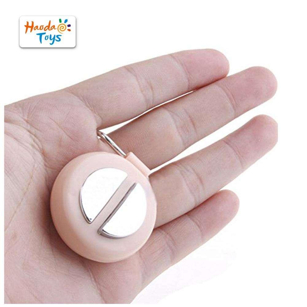 Forum Novelties Pull My Finger Key Chain Keychain Hand Joke Fart Noise Sounds Toy Prank Gag