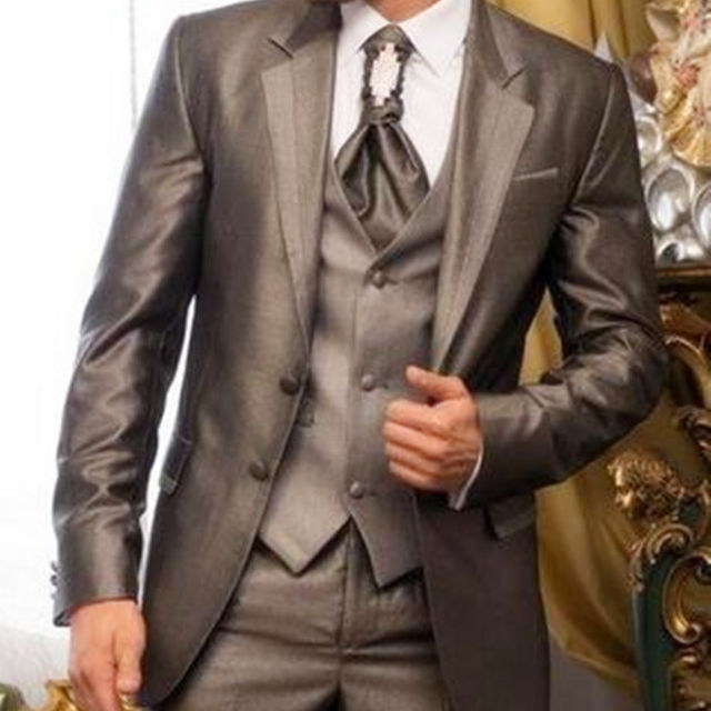 Elegant groom wears a peak lapel tuxedo / men's wedding suit / men's 3 piece set (jacket + pants + vest)