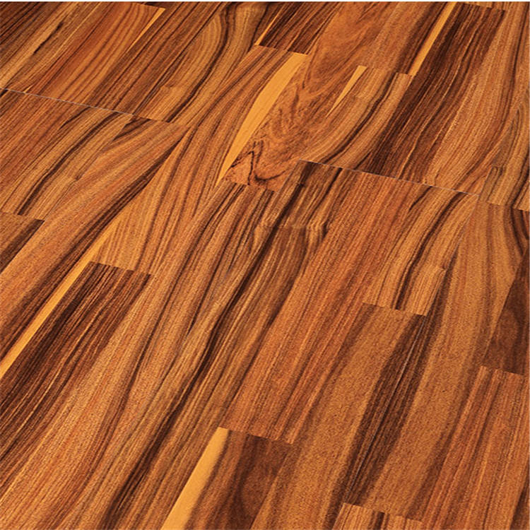 Smooth surface Walnut laminated flooring in China