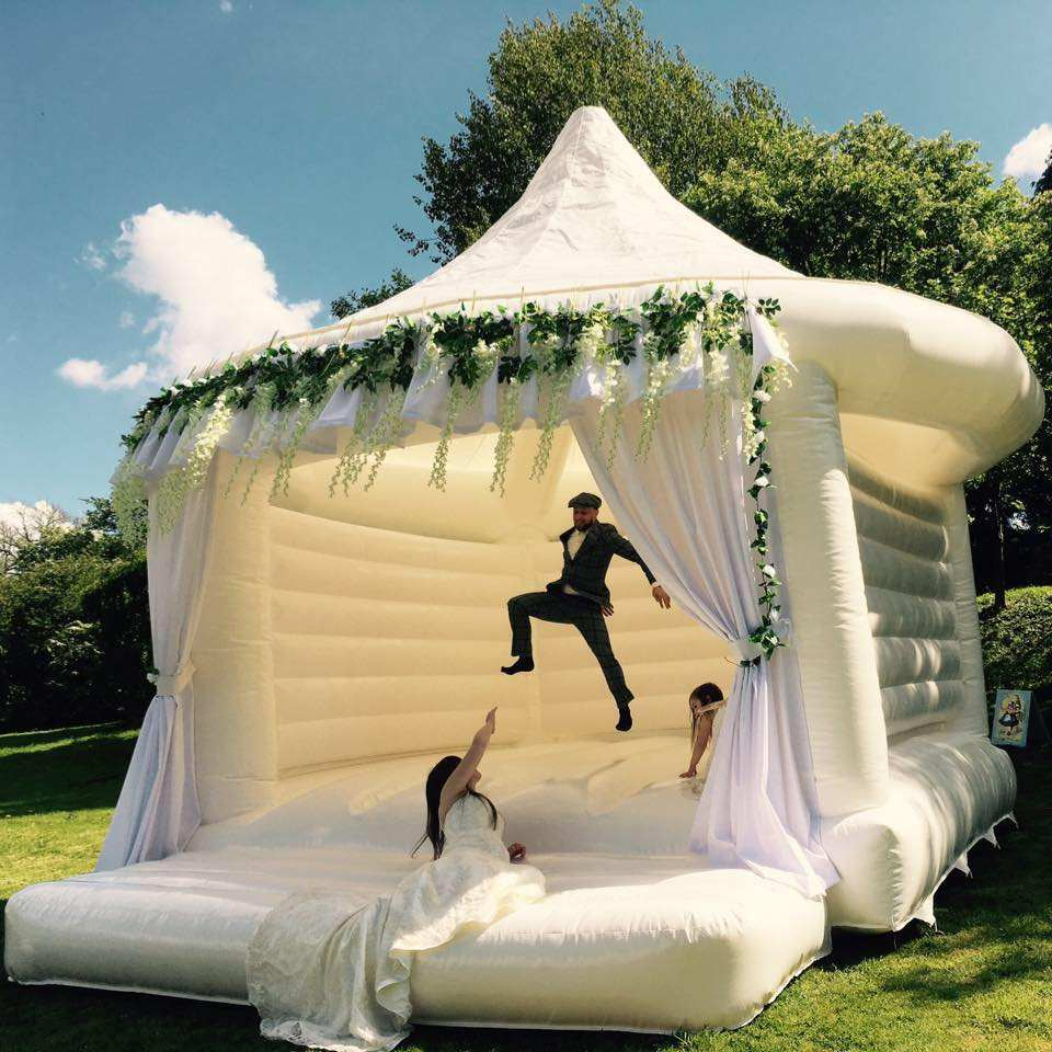 New Outdoor White Wedding Bouncer Inflatable House Jumping Bouncy Castle For Sale
