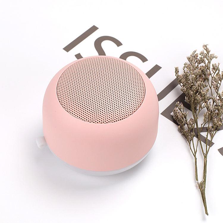 2019 New wireless speaker mini USB outdoor portable magnetic night light small speaker