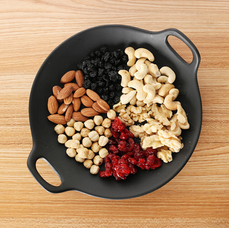 Packaged Salted Cashew nuts dried cranberry mixed nuts snacks