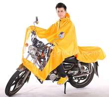 Motorcycle raincoat/poncho with mirror cover and transparent plastic paper
