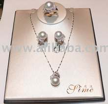 14K golden pearl necklace