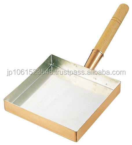 Copper omelet pan of Japan that can plump easily at home