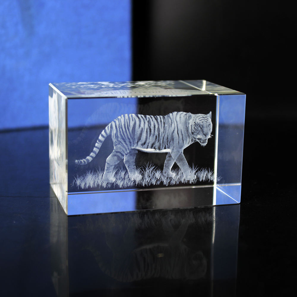 3D Laser Engraved Cube K9 Crystal Tiger Image Sculpture Customized Souvenir Crafts