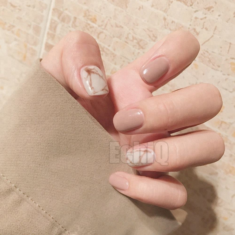 Fashion Nude Fake Nails White Marble Short Press On Nails Shiny Perfect for daily Wear with Glue Sticker
