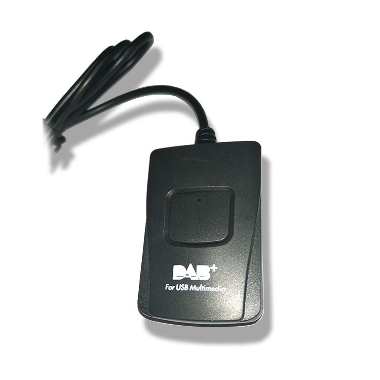 DAB + receptor USB para multimídia mp3 player no carro escuro
