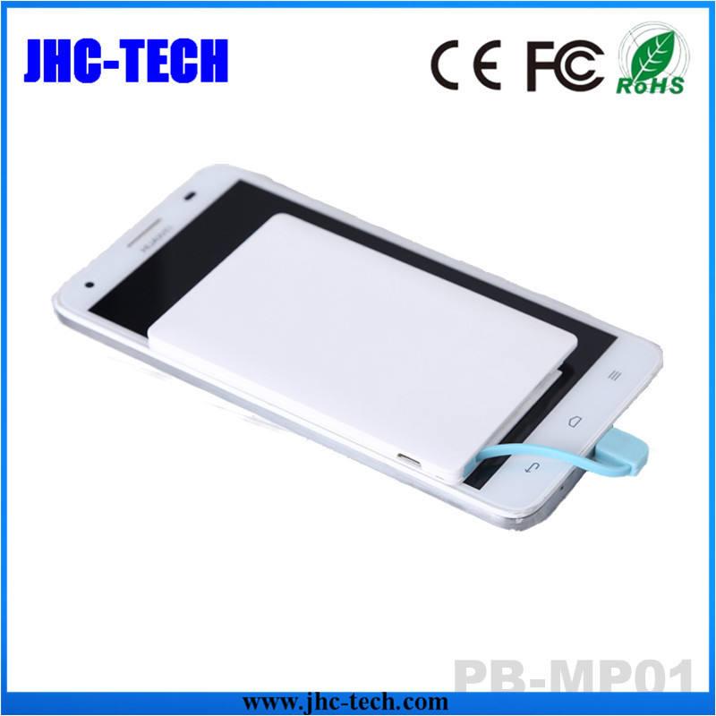 Ultra sottile cellulare della carta di credito Banca di potere 180mAh 2500mAh con costruito in cavo per Iphone / <span class=keywords><strong>samsung</strong></span> made in