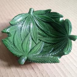 Mettle New Arrival High Quality Green Leaf Weed Resin Ashtray For Table Decoration