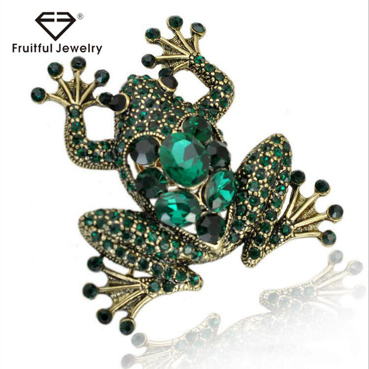 2017 hot sale fashion european style gold plated frog brooch elegant green crystal full rhinestone animal brooches Accessory