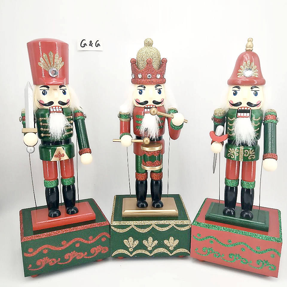 HAND PAINTED 32CM CHRISTMAS WOODEN NUTCRAKER MUSICAL BOX WIND UP TOY GIFT