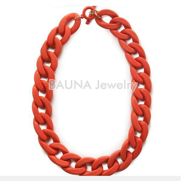 Hot Groothandel Red Knit Plastic Collier