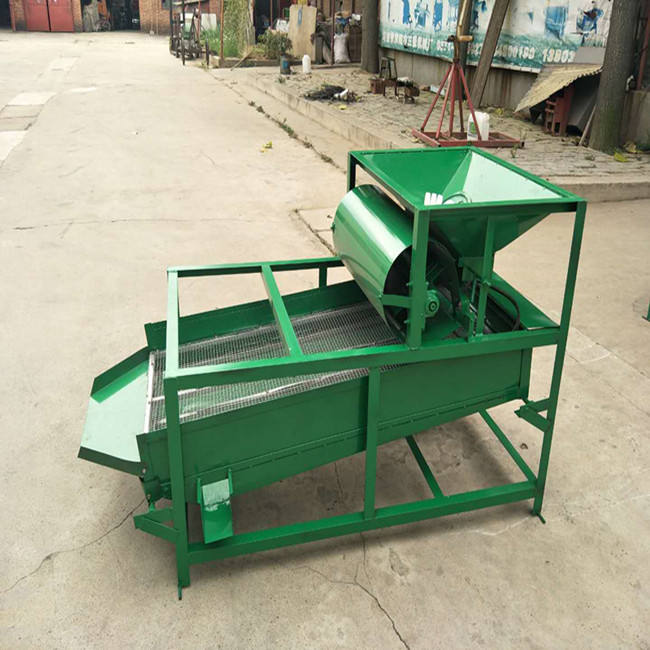 Agriculture machine uses gravity table separating grain seed cleaner