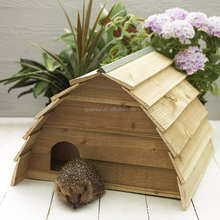 Custom logo outdoor wooden hedgehog house