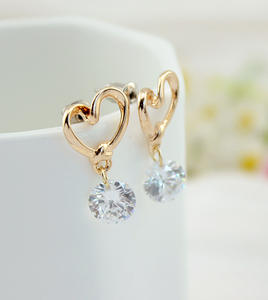 Fashionable gold hollow heart shaped earrings round rhinestone pendant dorp earrings