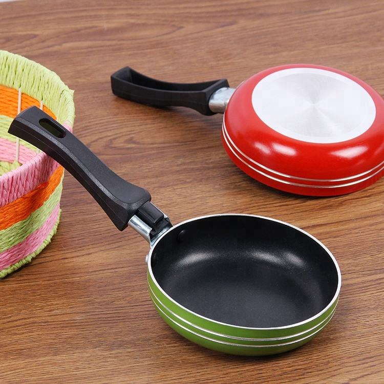 Amazon hot selling mini kleurrijke aluminium pan egg fry pan met Plastic handvat