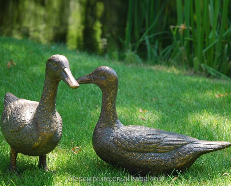 Outdoor <span class=keywords><strong>Messing</strong></span> Statue Bronze Walking Ente Familie Skulptur Für <span class=keywords><strong>Park</strong></span>