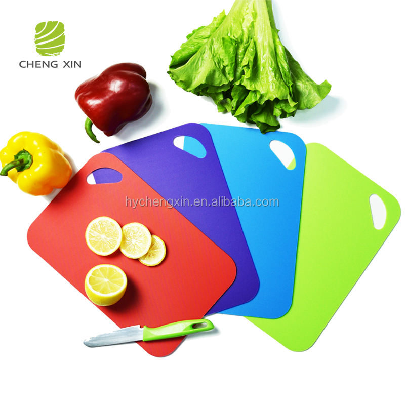 wholesale kitchenware non-slip flexible plastic cutting board in different color for kitchen use