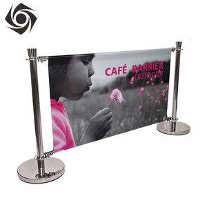 Aangepaste Platte Top Stanchion Opknoping Advertenties Barrière Banner Met Zwarte Post Stand