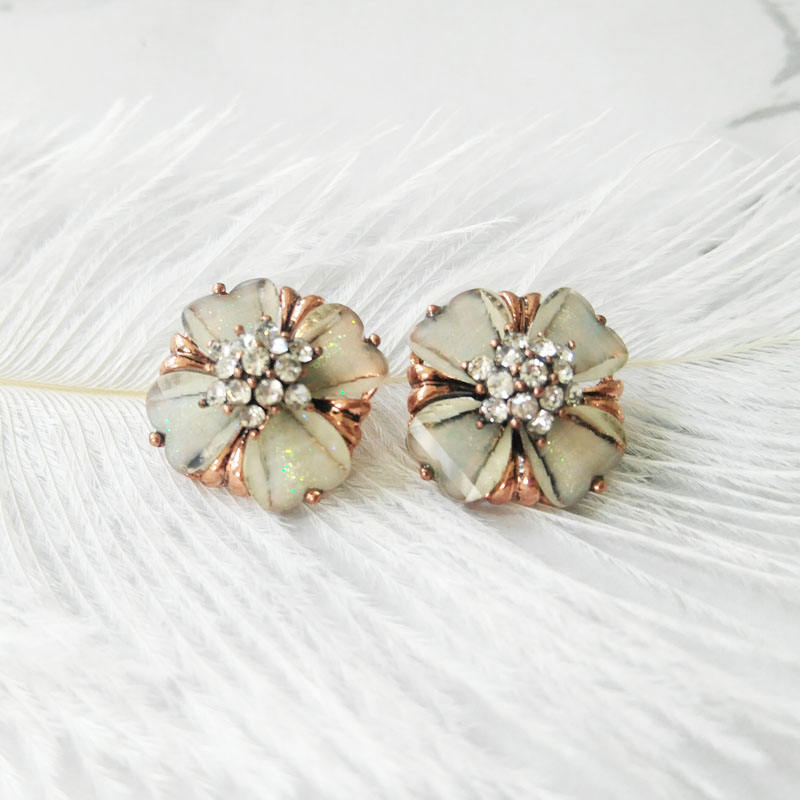 Hot Sale Women Resin Flower Custom Copper Plating Charm Button for Garment Accessories