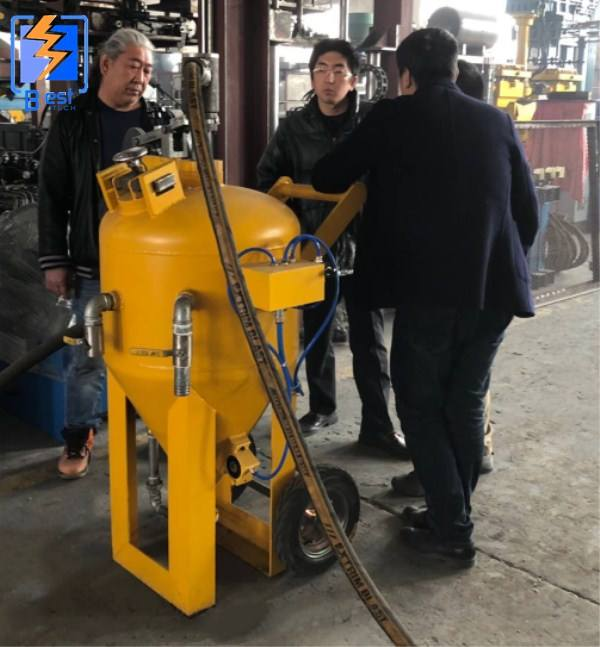 2019 High Quality Dust Free Sand Blaster / glass sand blasting machine