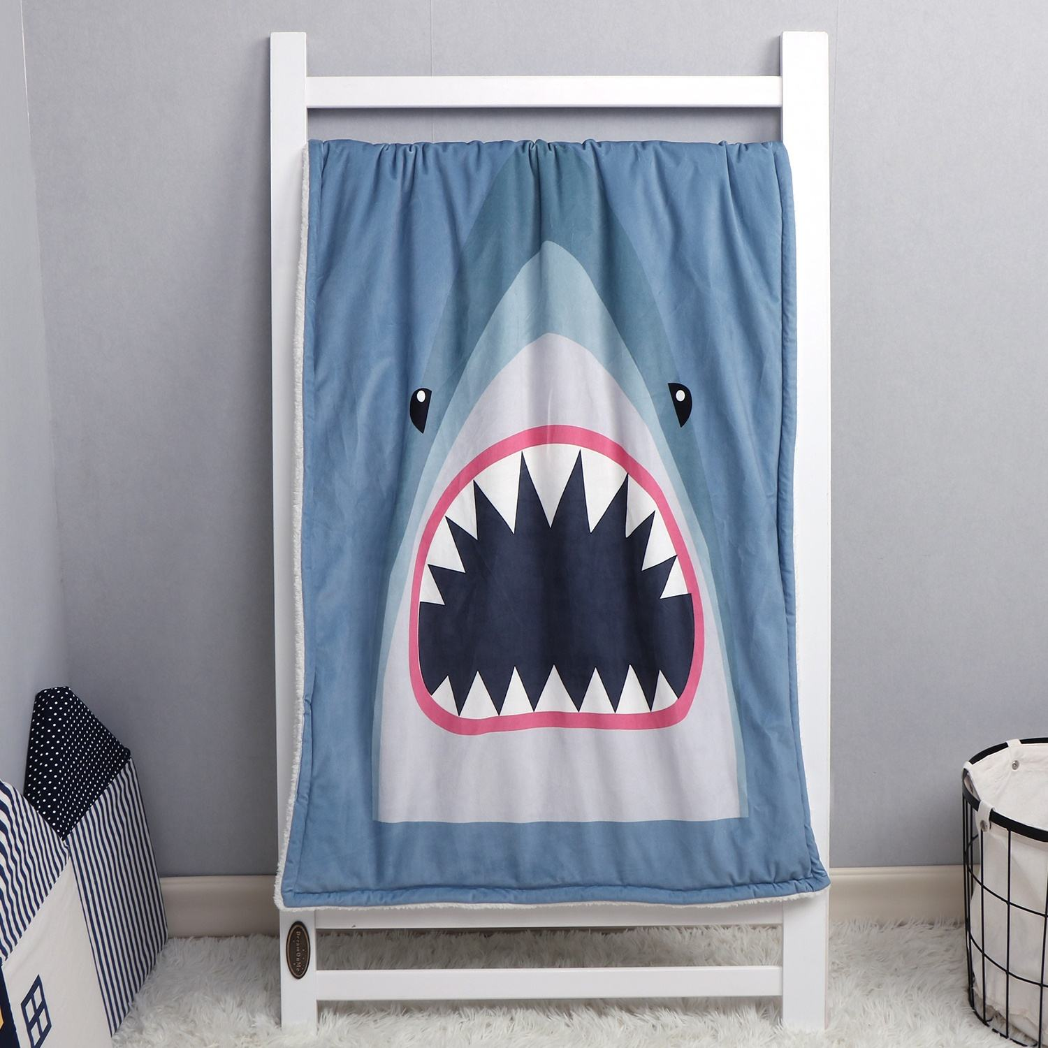 Amazon hot Shark print ultra soft and breathable kids cover, polyester lamb Newborn baby blanket