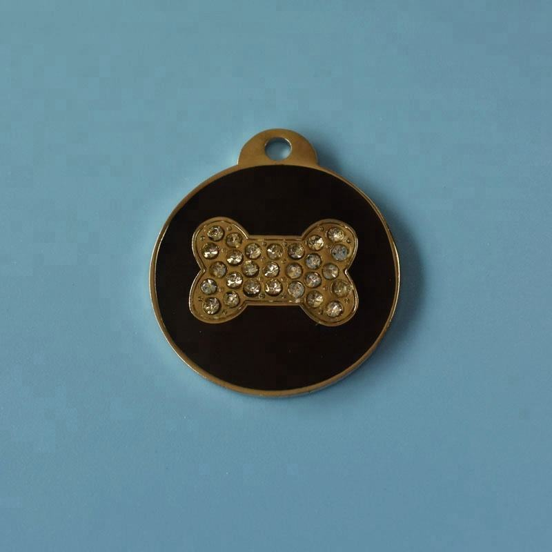 2018 hot sale 뼈 shaped 시니 석 customized fashion design soft enamel metal 개 tag