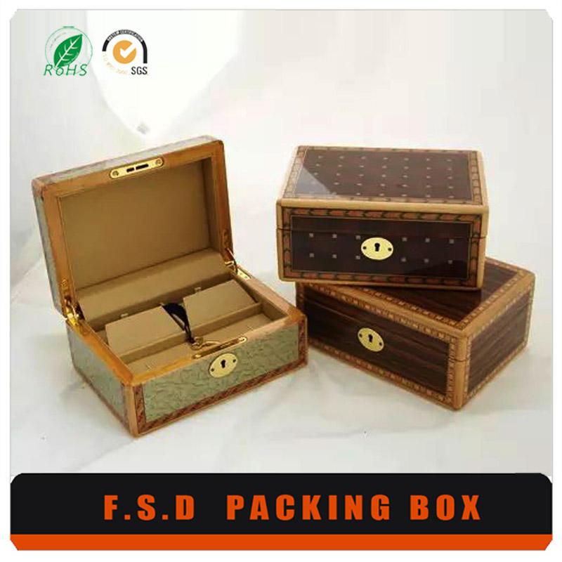 sang trọng gỗ tếch hiển thị trường hợp cho đồ trang sức