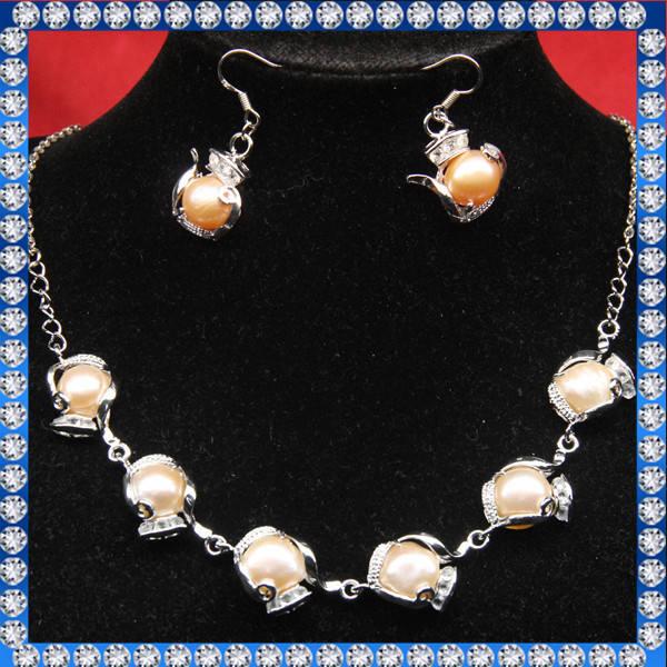 ダイヤモンドと真珠の宝石類セット
