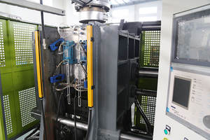 Multilayer extrusion blow molding machine