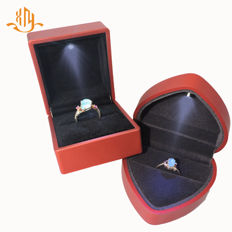 XIANGYU Luxury Custom LED Lighted Red Plastic Velvet Propose Wedding Heart Ring Box Jewelry Ring Case