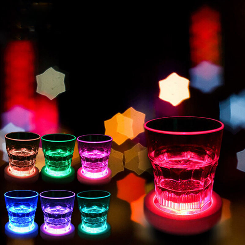 Hot Sale Barware Peralatan Makan untuk Pesta Bar Club LED Light Up Coaster Warna Berubah Minuman Botol Cangkir MAT Hitam dengan warna-warni Lampu